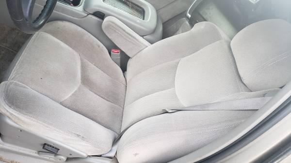 Photo 1999-2005 chevy truck tahoe or suburban bucket seats - $240 (Lexington)