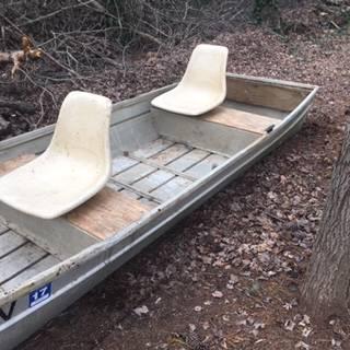 Photo 3912 Jon Boat  5HP Outboard - $800 (Winston-Salem)