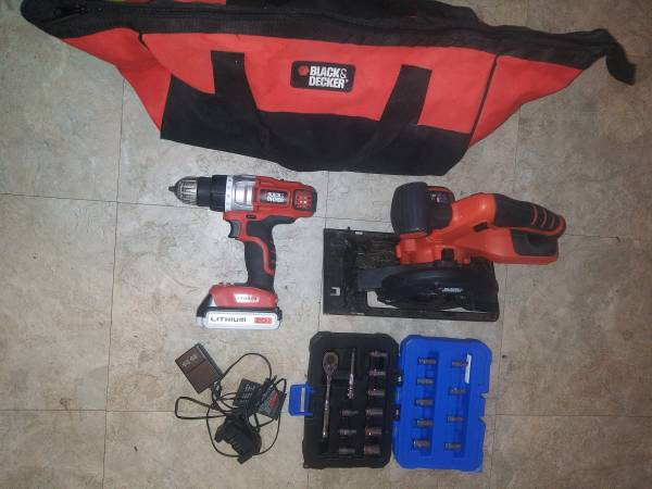 Photo Black and decker nice tools 20v carring bag also - $50 (Mtairy)