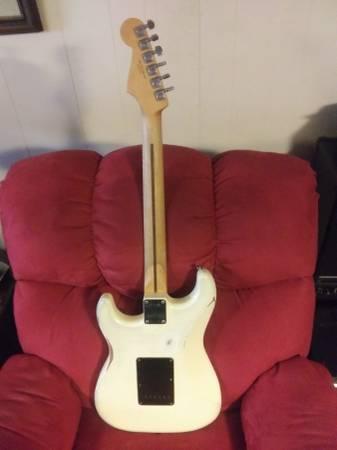 Photo Fender road worn series Stratocaster - $525 (Lexington)
