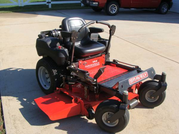 Photo Gravely Zero Turn Mower - $2900 (king)