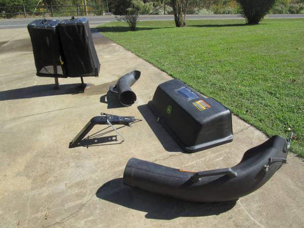 Photo John Deere 2 Bag Bagger for 42  48 in. Mower Decks - $250 (Walnut Cove)