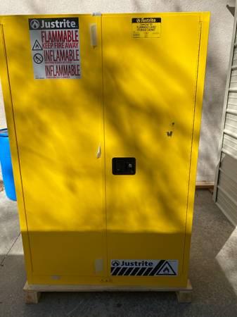 Photo Justrite 894500 45 Gallon Flammable Safety Cabinet - $575 (Winston Salem)