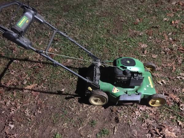Photo Nice Used John Deere JS 36 Push Mower - $150 (Dobson)