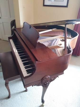Photo Piano Wurlitzer Queen Anne Baby Grand 1937 - $3900 (STATESVILLE)