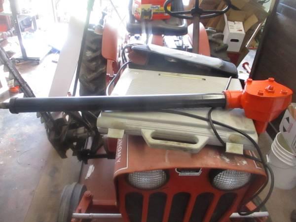 Photo Power King Tractor steering box - $150 (Mountain City Tn)
