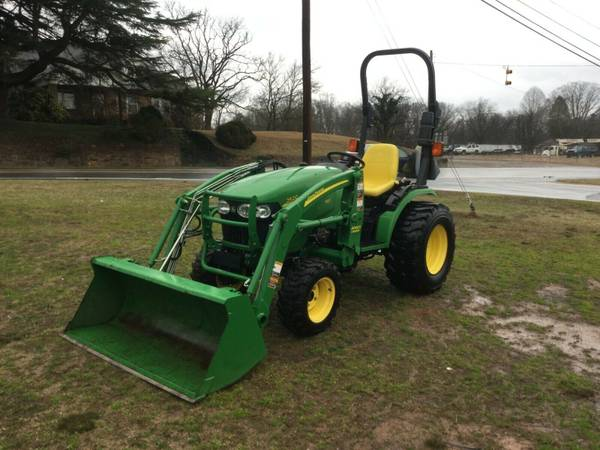 Photo Very Nice John Deere 2520 4X4 Loader Tractor with Only 598 Hours 26 h - $13800 (north wilkesboro n.c.)