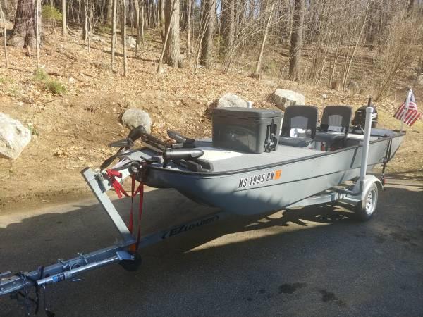Photo 14 foot tri hull bass boat - $4,500 (Spencer, ma)