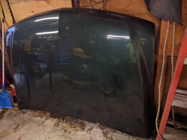 Photo 1999-2002 Chevy Silverado 1500 hood - $150 (Cherry Valley, MA)