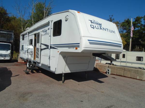 Photo 2005 30 ft fleetwood quantum 5th wheel cer trailer - $6,350 (Douglas)