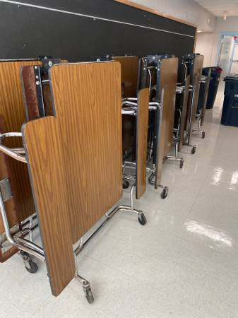 Photo 33 Cafeteria Tables