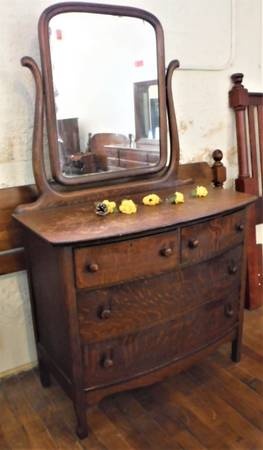 Photo Antique Quartered Oak Dresser wSwivel Mirror - $85 (Leominster)