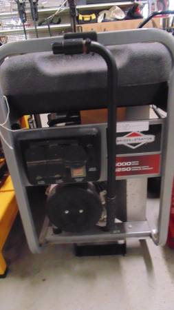Photo BRIGGS AND STRATTON 50006250 GENERATOR - $549 (webster)