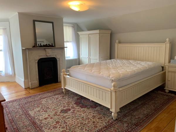 Photo Beautiful Bedroom in Shared Antique Farmhouse (Groton)