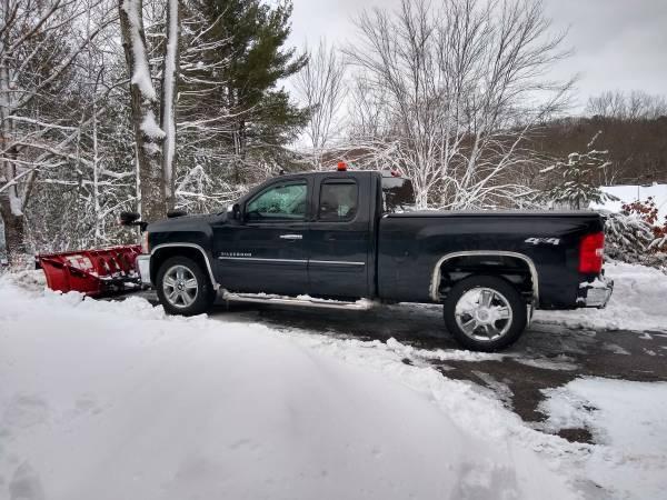 Photo Boss 7396quot super duty snow plow - $950 (Boylston)