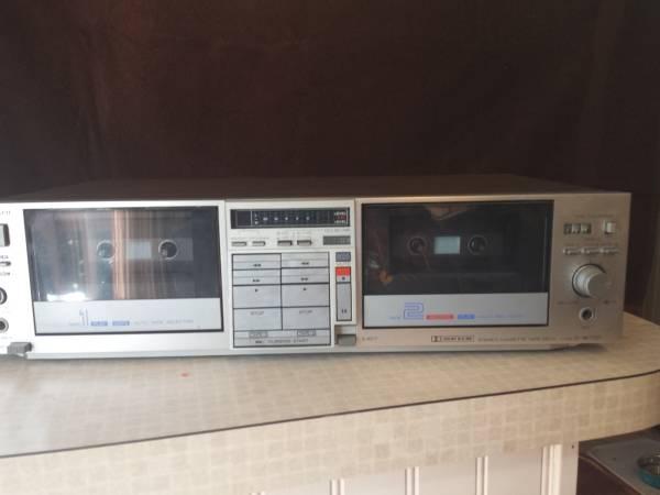 Photo Hitachi D-W700 Dual Stereo Cassette Deck - $65 (Princeton, MA)