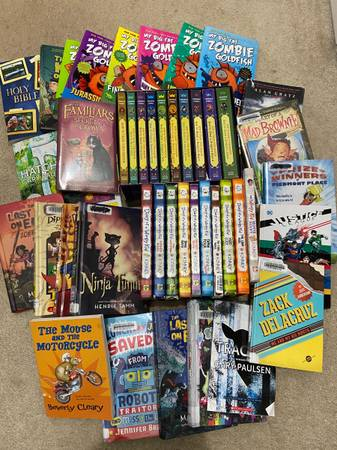Photo How to Train a dragon, Diary of a wimpy kid with some random books - $50 (Northbridge)