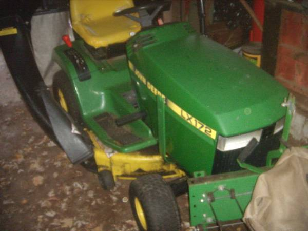 Photo John Deere LX172 with mower bagger for parts or fix - $325 (West Boylston)
