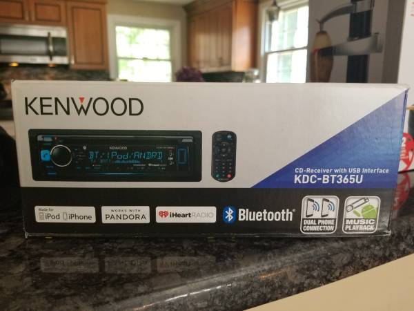 Photo Kenwood KDC-BT365U In-Dash CD Receiver with Bluetooth and Pandora Inte - $40 (Whitinsville)