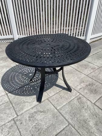 Photo Outdoor Furniture - $20 (Shrewsbury)
