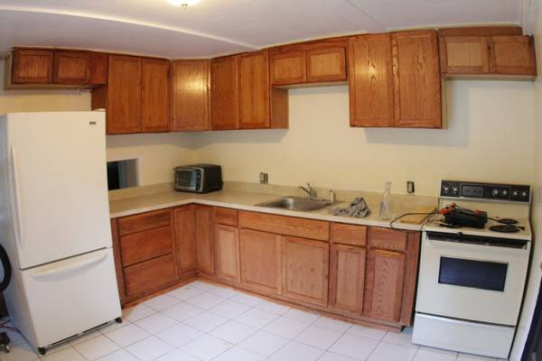 Photo Room in a Quiet 3BR Apartment Near the Lakes (Leicester  West of Webster Square)