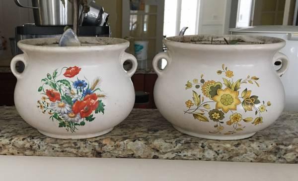Photo Set of 2 Vintage Ceramic Planters Pots - $10 (Westborough)