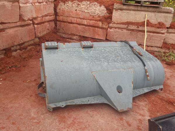 Photo Skid steer power Sweeper - $600 (North Grafton)