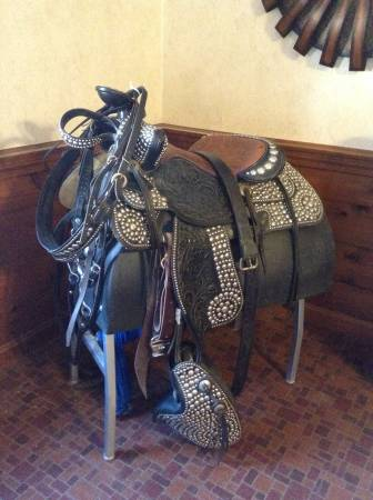 Photo Vintage Bona Allen parade saddle set - $2500 (Spencer)