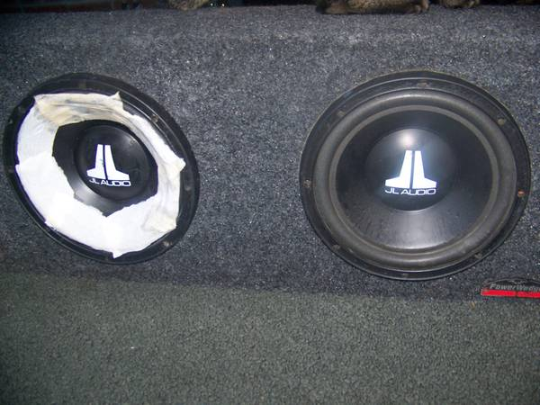Photo jl subwoofer box and subs 10 inch - $80 (MILFORD)