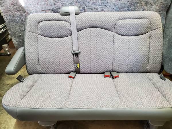 Photo GMC Van Cloth Bench Seat - $375 (Parkersburg)