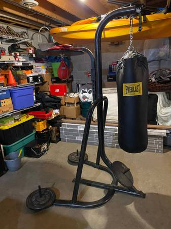 Photo MMA  BOXING HEAVY BAG  SPEED BAG AND STAND - $99 (Uniontown, PA)