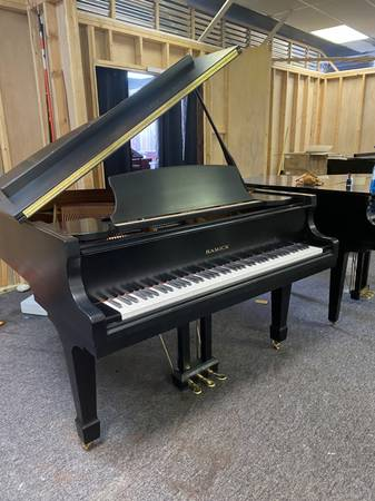 Photo SAMICK BABY GRAND PIANO - ONE OWNER in EBONY SATIN FREE DELIVERY - $4,950 (Atlanta  Free Delivery)