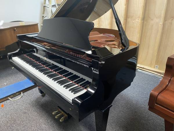 Photo Young Chang PRAMBERGER BABY GRAND PIANO in AS NEW CONDITION FREE DEL - $5,250 (Atlanta  Free Delivery)