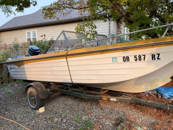 Photo 1971 Crestliner 17 ft boat - $1,500 (Happy Valley)