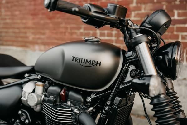 Photo 2020 Triumph Bonneville Bobber Ironstone - $13,400 (TRIUMPH OF SEATTLE)