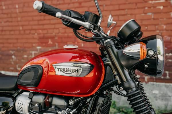 Photo 2020 Triumph Bonneville T100 Cranberry Red - $10,700 (TRIUMPH OF SEATTLE)