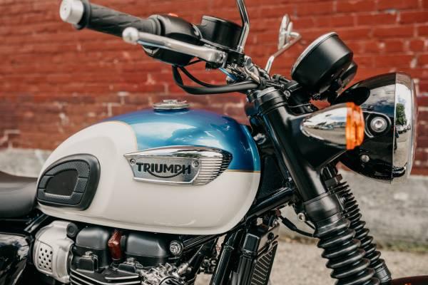 Photo 2020 Triumph Bonneville T100 Fusion White and Aegean Blue - $10,950 (TRIUMPH OF SEATTLE)