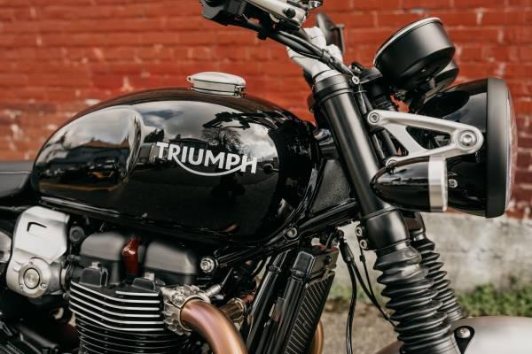 Photo 2020 Triumph Speed Twin 1200 Jet Black - $12,200 (TRIUMPH OF SEATTLE)