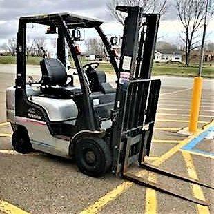 Photo 4000lb Nissan Propane Forklift - $9,400 (East Wenatchee, WA)