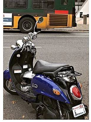 Photo Blue Yamaha Vino 125 Scooter - $1,500 (Seattle (Maple Leaf))