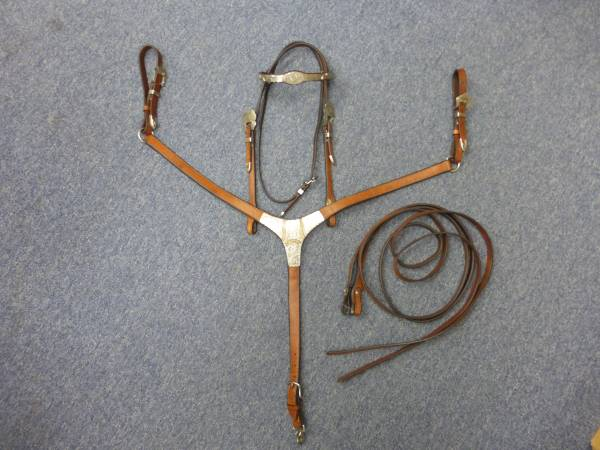 Photo CIRCLE Y HEADSTALL, REINS AND MATCHING BREAST COLLAR - $150 (UNION GAP-YAKIMA)