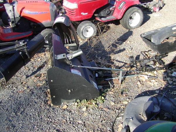 Photo CRAFTSMAN SNOW BLOWER FITS ON A CRAFTSMAN RIDING MOWER (see listing) - $295 (Selah)