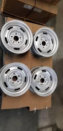 Photo Chevy rally wheels - $450 (Yakima)