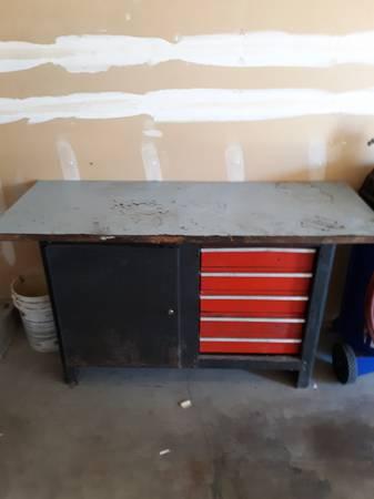Photo Craftsman work bench - $100 (Yakima)