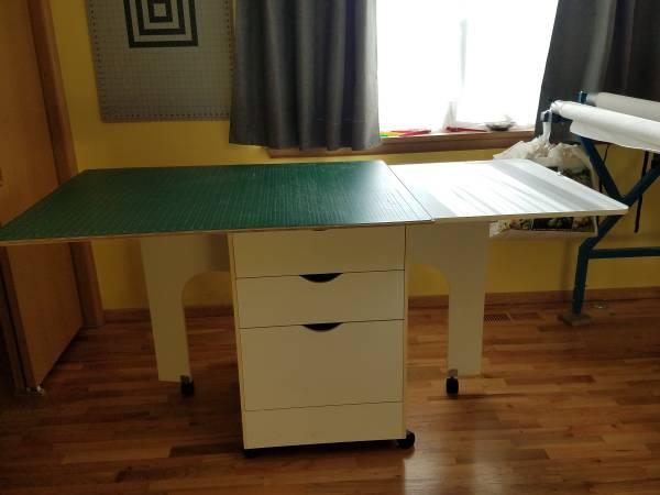Photo Cutting Table and Mat - $100 (Yakima)
