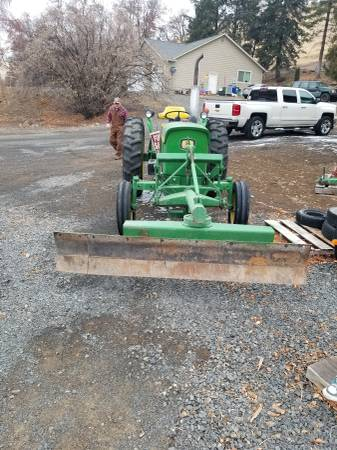 Photo John Deere 1020 snow plow - $6000 (Gleed)