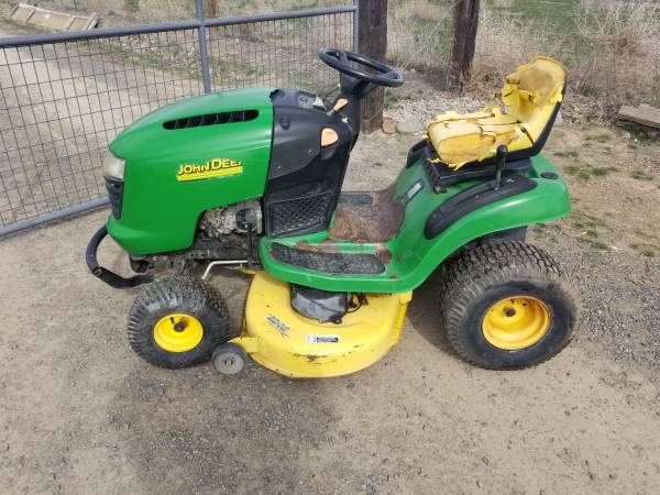 Photo John Deere L110 riding mower - $400 (Selah)