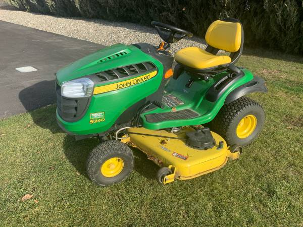 Photo John Deere lawn mower - $2,400 (Ellensburg)