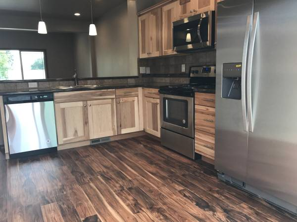 Photo Luxurious Town Homes In Selah- Pet Friendly (615 S 3rd St.)