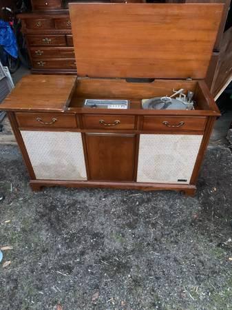 Photo Mid century zenith amfmrecord player console - $250 (Yakima)